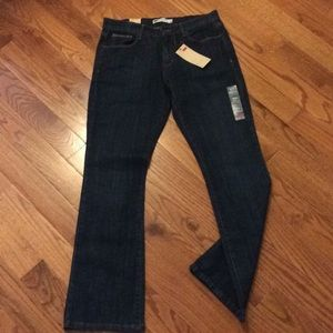 515 Boot Cut Levis—new with tag—8m/29